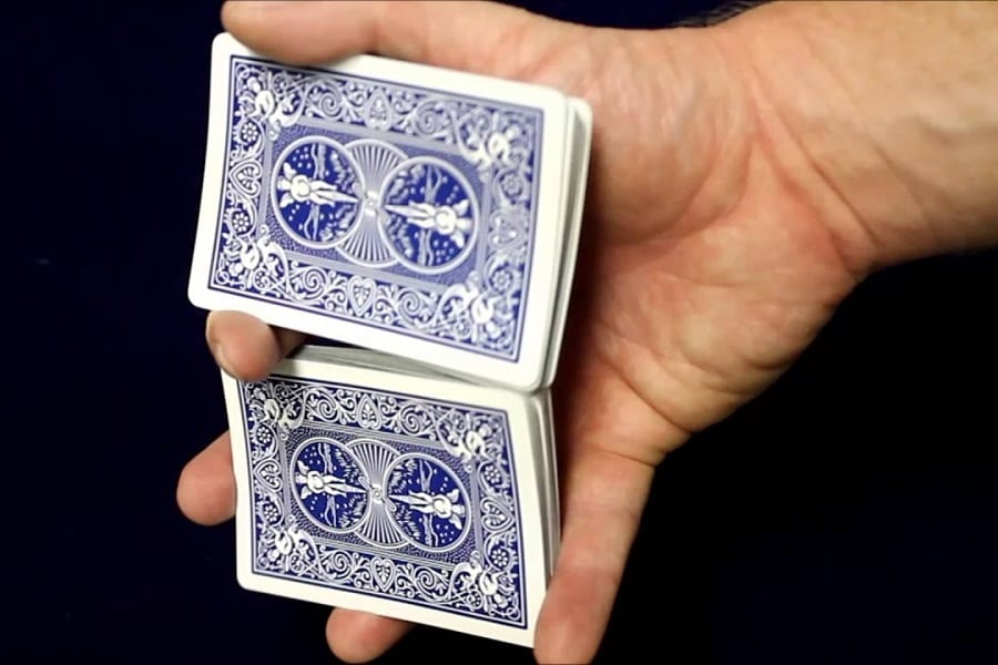 9 Best Card Shuffling Tricks For Beginners