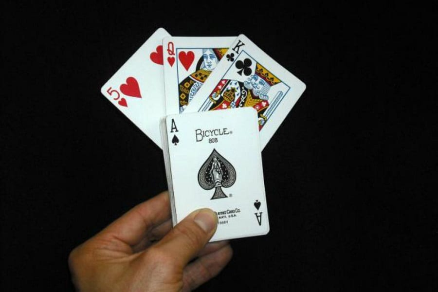 Best Cards For Magic Tricks: Fool Your Friends